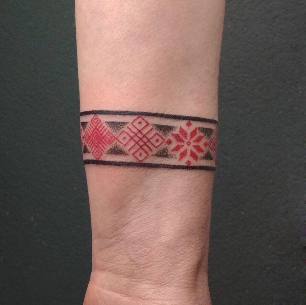 татуировка узор на руке от мастера Юли - ТатуКлубБай г. Минск.