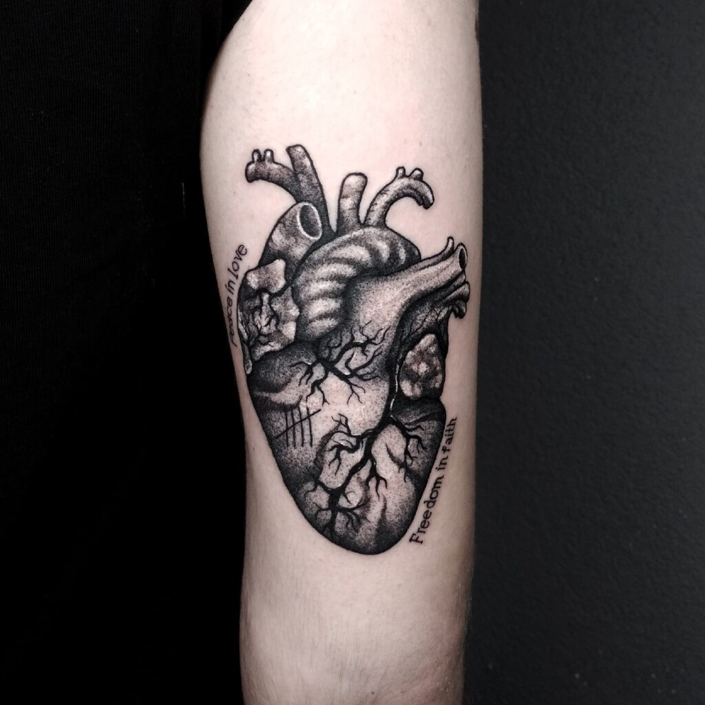 татуировка сердце от мастера Юли - ТатуКлубБай г. Минск.
