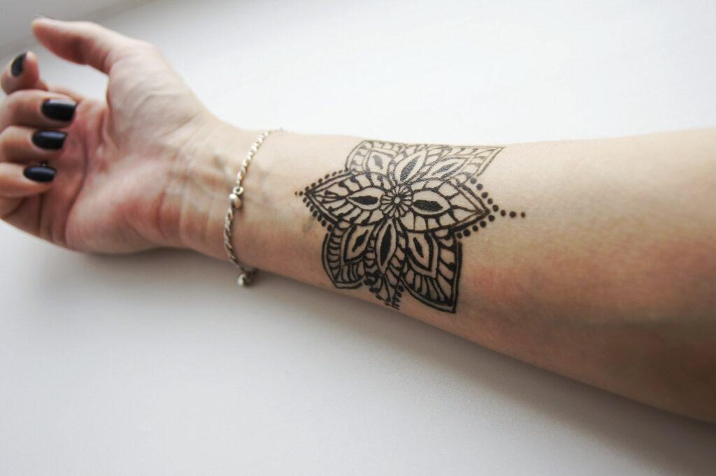 временное тату цветок на руке - ТатуКлубБай г. Минск